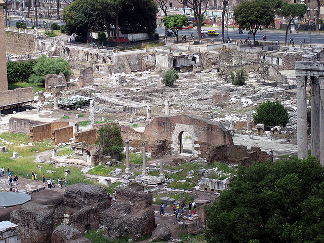 640px-Palatine_view_of_forum