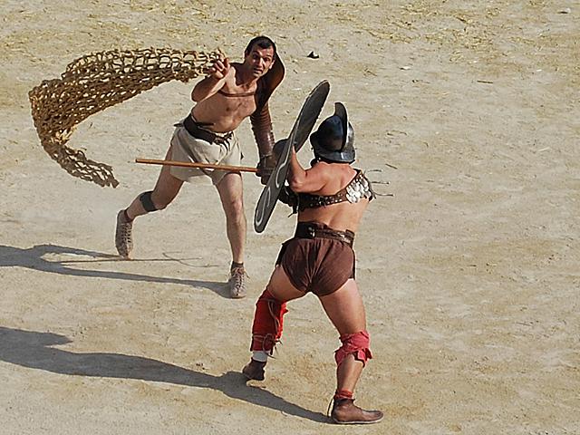 Gladiator-retiarius-Kampf-Nimes