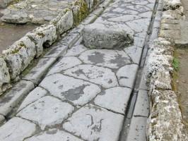Römische-Straßen-Fahrrillen