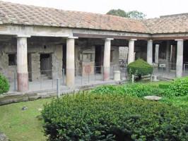 Peristyl-Casa-degli-Amorini-Dorati