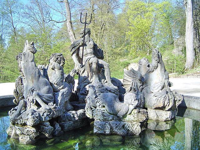 Neptunbrunnen_01_-_Vorderansicht_(15.04.2007)