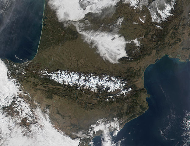 Pyrenees_Mountains_view_from_satellite