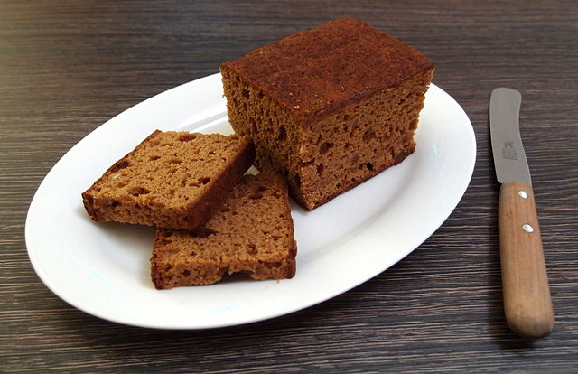 Honigkuchen gingerbread_loaf,_cut_open